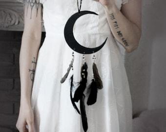 Hécate. wood crescent moon, Swarovski, quartz and raven feather decoration pagan witchcraft boho magic .