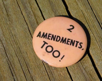 Vintage Political Protest Pin Pinback Button That Reads 2 Amendments TOO! Dr46