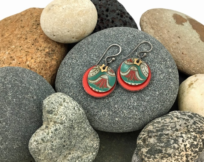 Vintage Tea Tin Earring - Oriental Red and green