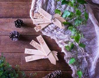 8 Wooden plant markers, gift for gardeners, decorated with herbs engraved with pyrogrography