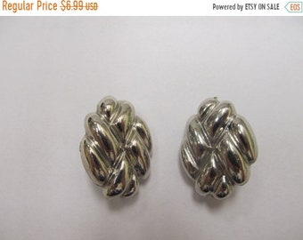 ON SALE Vintage Silver Tone Earrings Item K # 2122