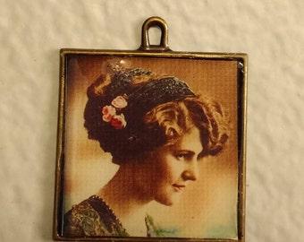 Vintage style pendant