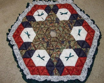 Christmas Tree Skirt - Biscuit Quilted - Symbols of Christmas