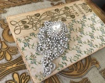 Art Deco Brooch.Rhinestone brooch.Crystal Brooch.Paisley Brooch.Rhinestone Pin.bridal accessory.wedding dress brooch.Art Deco style broach