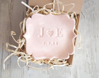 MONOGRAM RING DISH Personalize Wedding Gift Anniversary Pottery Pink Initial Ring Holder Wedding Ring Dish Engagement Ring Dish Jewelry Tray