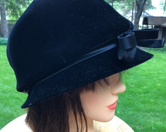 Vintage Black Velvet Cloche Hat Camelot New York Downton Abbey Ladies Formal 1920s Style Fitted Flapper Hat Boho Bohemian Hat