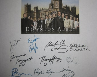 Downton Abbey Signed TV Screenplay Script X16 Autographs Hugh Bonneville Jessica Brown Findlay Laura Carmichael Jim Carter Brendan Coyle