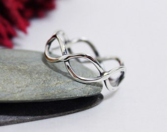 Infinity Everyday Ring, Twist Ring, Hammered Ring, Statement Ring, Twist Ring, Wedding & Engagement Ring, Valentine's gift