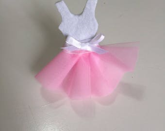 Tutu-shaped favor for ballerina with confetti bag
