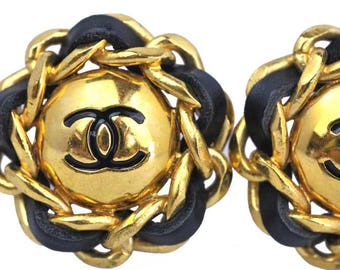 Vintage Chanel gold tone/leather clip Earrings. XL size. Vintage high fashion. 1980.