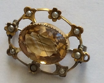 Delightful 9ct gold, citrine and pearl flower brooch pin