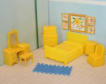 Marx Traditional Dollhouse old hard plastic furniture yellow bedroom 6 piece set for your tin litho half scale dollhouse