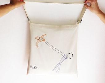 urban crossbody Tote playful illustrated, embroidered 'Pássarinho', Shopping bag, gift for her, beautiful book bag, beach bag, shoulder bag