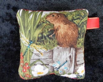 Pin cushion - field mouse (ref no 144)