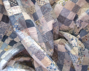 Custom Handmade Traditional Patchwork Quilt. Full Size Quilt. Queen Size Quilt. Small Squares. Romantic Shabby chic, cottage decor