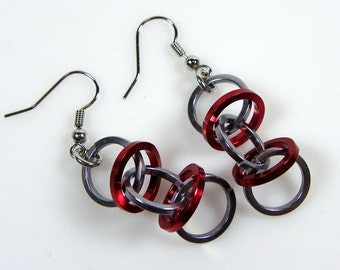 Funky Ohrringe - rote und graue Ohrringe - DNA Orbit - Chainmaille Ohrringe - Chainmaille Schmuck - springen Ring Schmuck - Casual - Chunky