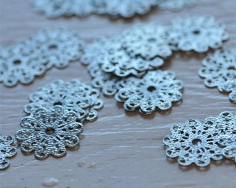 Set of 6 Antique Silver Filigree Lace Scalloped Flower piece 17mm connector