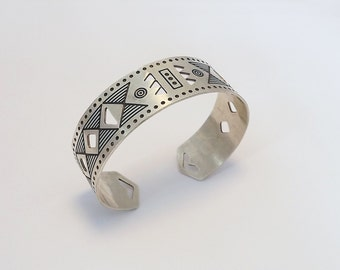 End of collevction-20% adjustable cuff Bracelet engraved and perforated aged silver plated model Leon