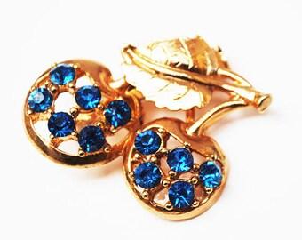 Blue rhinestone Brooch - Cherry Berry Fruit - Gold plated metal - Mid century figurine pin