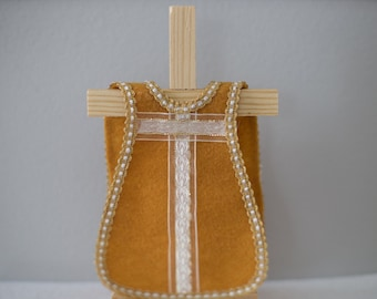 Single Gold Felt Vestment with White and Gold Ribbon