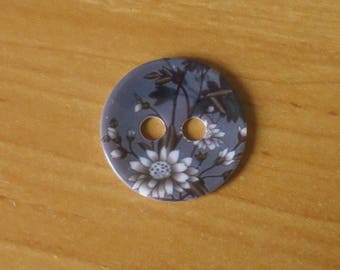 Large 34 mm gray flower button