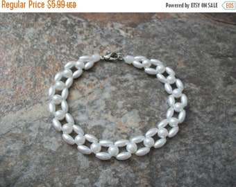 ON SALE Vintage 1950s Elegant Faux Pearl Bracelet 102316