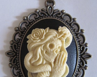 MADE IN FRANCE retro vintage cameo necklace mexican skull roses snake halloween day of the dead gothic sugar skull horror skeleton bones