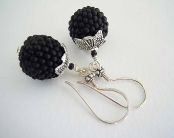 Black Beaded Earrings, Seed Bead Earring, Dangle Earrings, Silver Earrings, Beaded Beads, Ladies Earrings