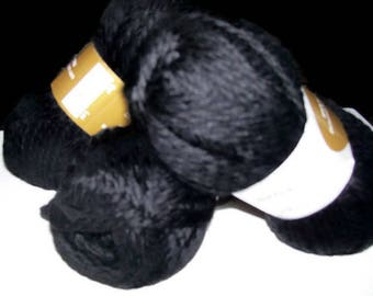 Peruvian Highland Bulky Yarn Discontinued from elann.com 5 Skeins  Color 0500 -  Black Lot  204