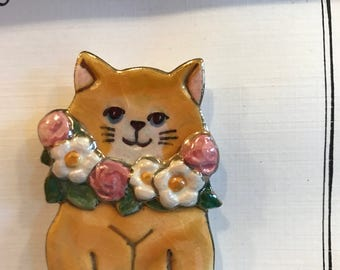 Flower Garland Cat Pin