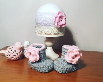 Ready to ship , baby booties , knit baby booties , babyshower gift set , crochet baby booties , baby shower gifts , baby head band ,