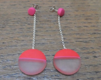 Dangle resin earrings - red rounds with cerise stripe