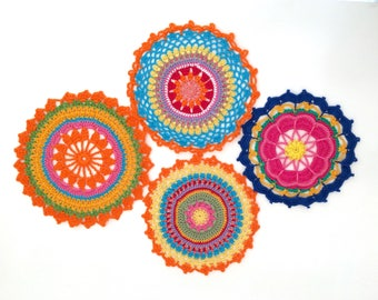 Set of 4 Mandala in crochet, doilies multicolor, Rainbow Mandala for use in flat or hang. 100% cotton Made in Italy.