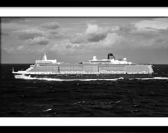 Cunard Queen Elizabeth North Atlantic
