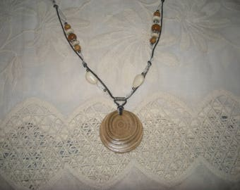Necklace beads and pendant in acacia