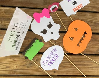 Halloween photo BOO-th sign and props