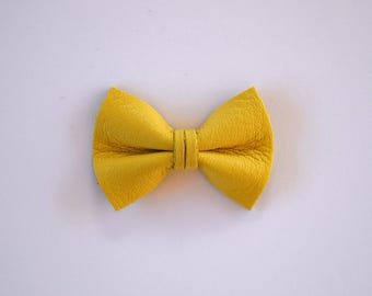 Butter Cream Leather Soft Clip Little Bow for Newborn Baby Child Little Girl Adult Photo Prop Adorable Easter Spring Summer Pictures
