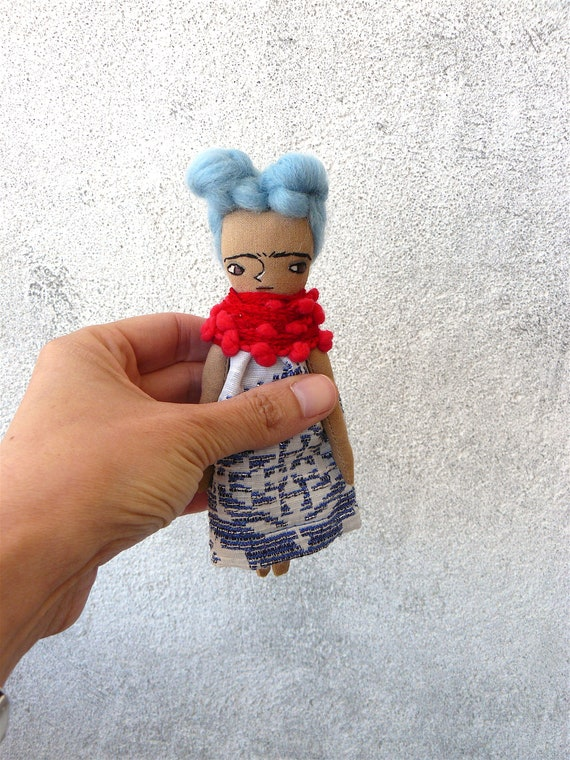 Mini art doll Frida Kahlo inspired. 5,5 inches. Embroidered and painted. Merino wool hair.