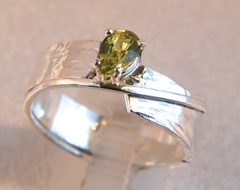 Sublime - Green Sapphire gemstone ring
