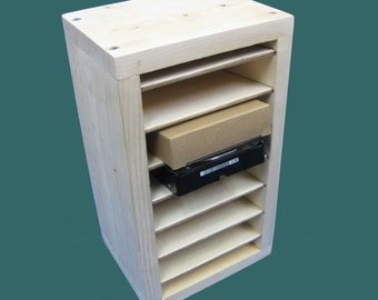 Drive Shelf 6 (D6) holds 6 hard drives: secure, convenient storage of your hard drives