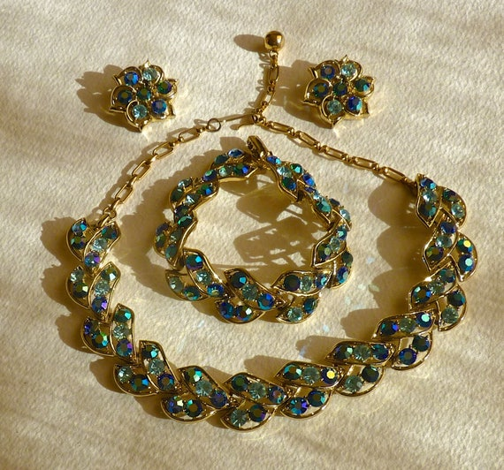 Deep Blue Aurora Borealis Rhinestone Necklace Bracelet Clip On Earrings ~ Clear rounds  ~ Vintage ~ Perfect Bridal Jewelry ~ Something Blue