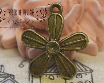Set of 8 QZW079 charms, Bronze, flowers