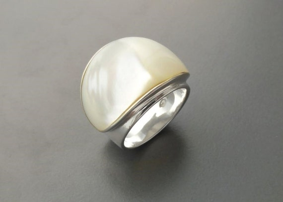 White MOP, Ring - Sterling Silver 925 - Mother of Pearl - Boho Ring - Hipster Ring - White shell - Large Ring - Boho jewelry - Genuine MOP.