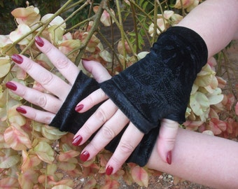 Black fingerless gloves short velvet with silver print