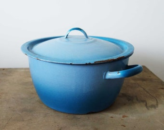 Vintage blue enamel pot, French vintage enamel pot, enamelware pot, French enamelware