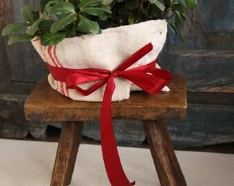 D 281: antique, handcarved, austrian, STOOL, bois table, footstool, decoration,