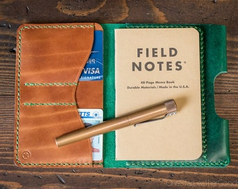 "Field Notes wallet with pen sleeve ""Park Sloper Senior"" Horween Chromexcel leather - green / chestnut"