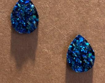 Fun Sparkly faux druzy teardrop stud earrings, on nickel free posts.
