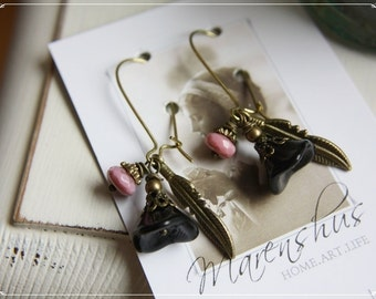 """brazen Earrings with bohemian glass beads and brazen feathers """"Nell"""""""