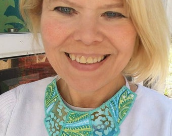 Woman's Reversible Fabric Necklace